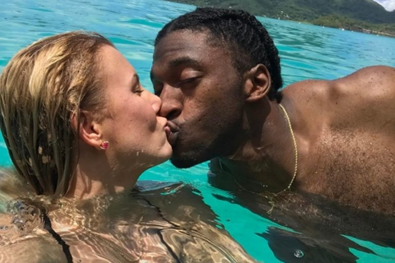 RG3 Gives Good Kissing PDAs from Bora Bora