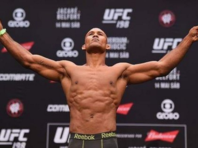 Ronaldo Souza Calls Luke Rockhold Scared