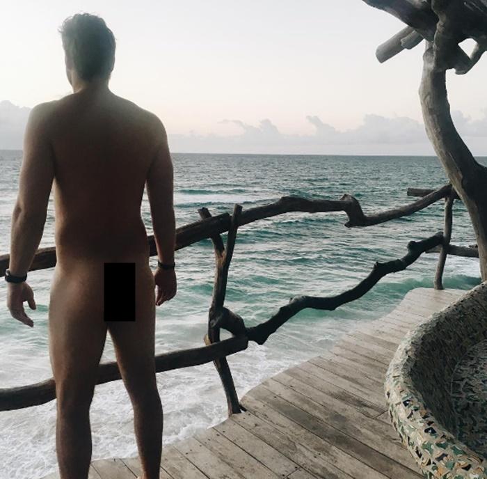 Broncos QB Jay Cutler butt Gets Best Shot of 2017