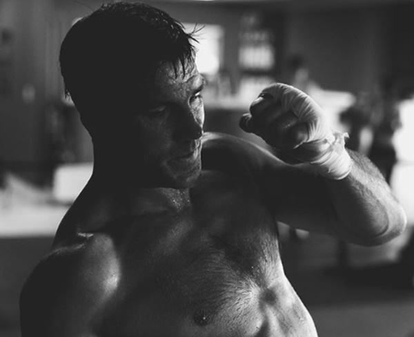 UFC star Luke Rockhold Reveals Gross Leg Injury Video