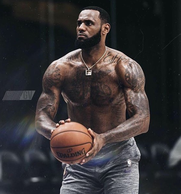 LeBron James Post Mouth-Watering Shirtless Photos