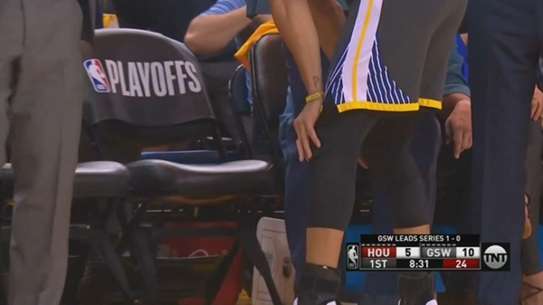 Steph Curry Suffers Nasty Dislocated Middle Finger