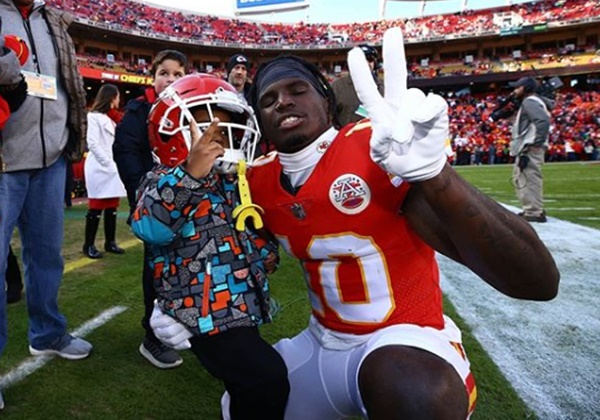 Tyreek Hill Attorney Issues Open-Letter Denying Allegations to NFL