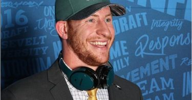 QB Carson Wentz Signs $128M 4-Year Contract Extension