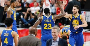 Klay Thompson Suffers Hamstring Injury in Game 2 of NBA Finals