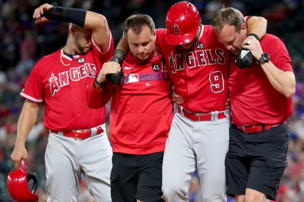 Angels Tommy La Stella Fouls Ball off Knee; Out with Injury