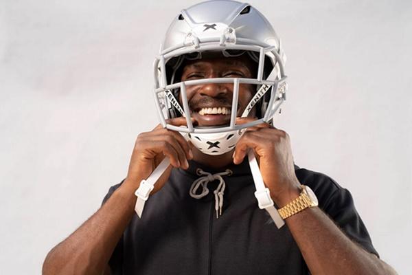Finally Antonio Brown Finds A Helmet That Works