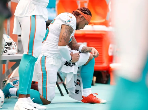 Dolphins Receiver Albert Wilson Sidelined by Hamstring Injury