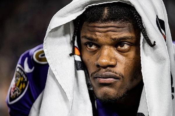 Ravens Lamar Jackson Gets Nasty with 49ers Defenders