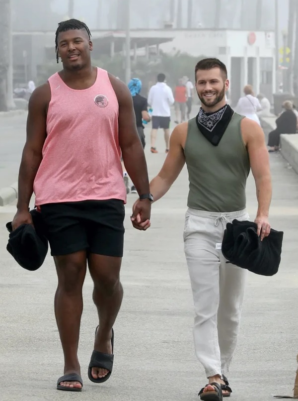 GAY NFL Player Cozied Up With TWINK Boyfriend