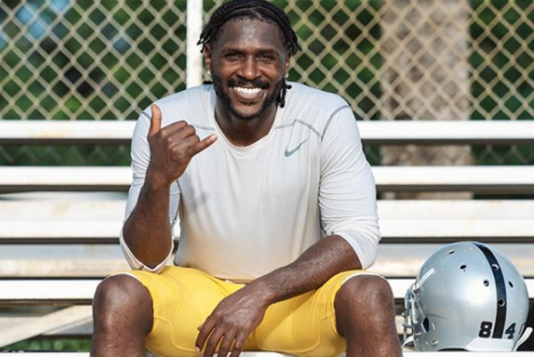 Antonio Brown Officially Signs With Buccaneers