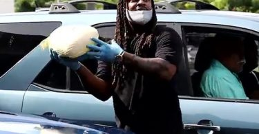 Aloha Spirit: Marshawn Lynch Giving Away 200 Turkey's In Hawaii For Thanksgiving