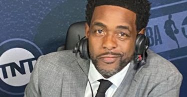Chris Webber Offers BLUNT Message To Haters