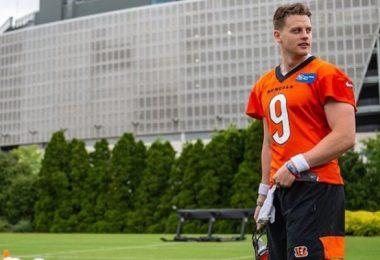 Bengals QB Joe Burrow Evaluated For Throat Contusion
